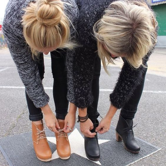 Lotta and her daughter trying on #Maguba Casablanca clog boots