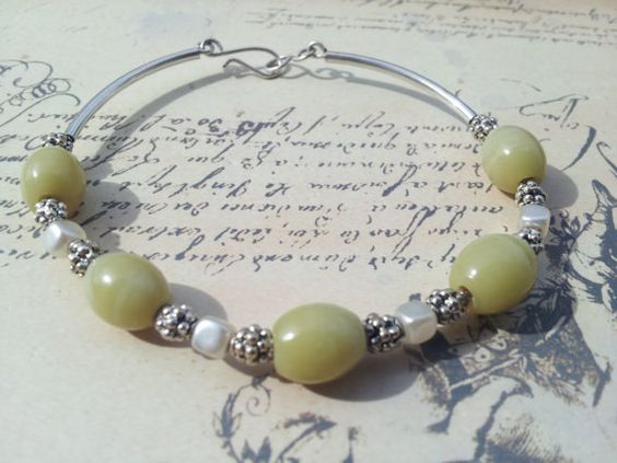 Olive+green+and+pearl+bracelet+by+Bijouterie21+on+Etsy,+£15.00