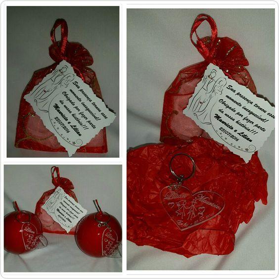Lembrança para casamento (Chaveiro em formato de coração com  nomes dos noivos e data).