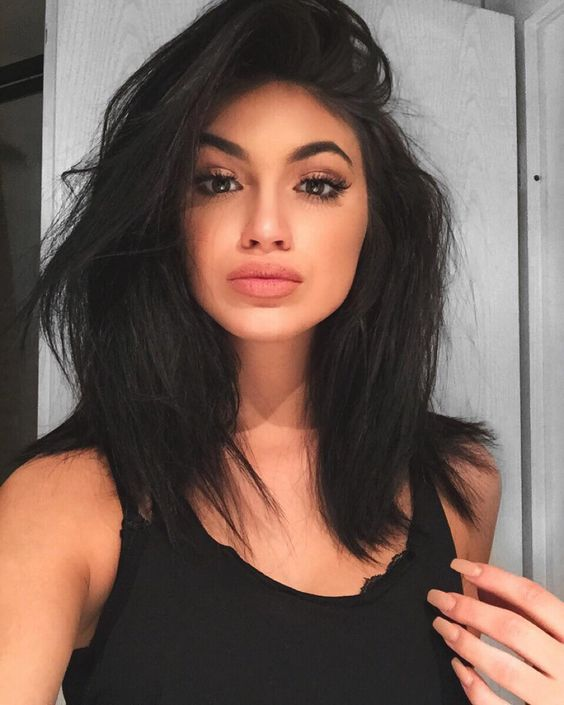 Is this a Kylie Jenner look alike or Kylie ! Lol I can't even tell  :O.