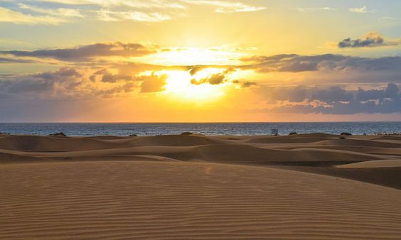 Die Vielseitigkeit der Kanaren: Wer noch auf der Suche nach einem Strandurlaub ist und ein wenig seine Ruhe haben will, sollte sich mal die Kanaren anschauen. Link: http://www.bold-magazine.eu/die-vielseitigkeit-der-kanaren/  #BeachInspector #BOLDTHEMAGAZINE #Kanaren #Strandurlaub