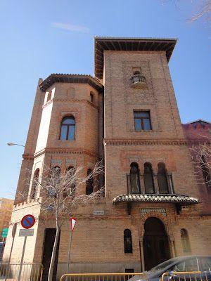 Palacio de Osma. neomudéjar de finales del s. XIX,  C/Fortuny. Azulejos de Zuloaga en las fachadas y una de las colecciones de cerámica más ricas que se pueden ver en Madrid