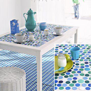 Une Table En Mosa Que De Bouchons Tables Plateaux De