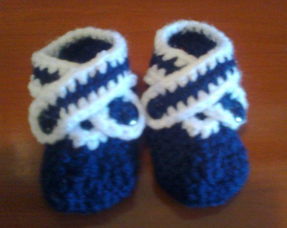 Patucos a crochet Azul/blanco visitanos en: http://www.actiweb