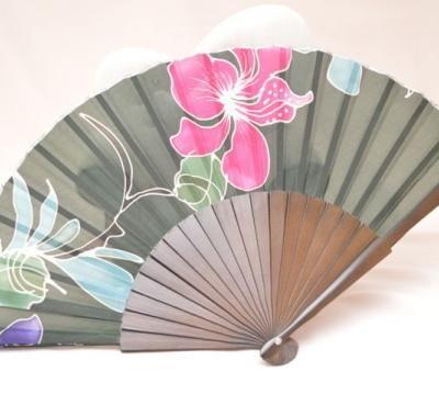 Abanico de seda con motivos florales #abanico #seda #flores #handmade www.complementostoison.com