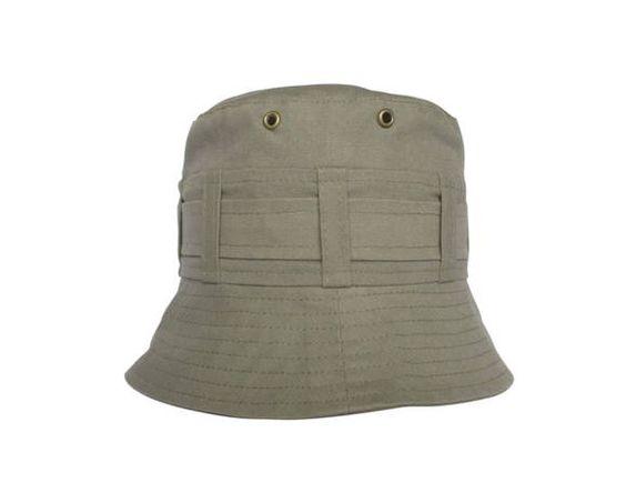 Chapéu em tecido com aplicação de ilhós. Proteção com estilo. Cores : cinza, marinho, caqui e branco Bebê: 3m(44cm) 6M(46cm) 9M(48cm) 18M(51cm) Infantil: 2anos(52cm) 3 a 5anos(53cm) 6 a 7anos(54cm) 8 a 10anos(55cm) Adulto: P(56cm) M(57cm) G(58cm) GG(59cm) Os tamanhos acima são os mais comuns, mas pode haver uma alteração, principalmente em crianças, algumas usam tamanho maior do que o sugerido. Para ter certeza do tamanho sugiro que use uma fita métrica, circulando a cabeça  1 dedo acima da…