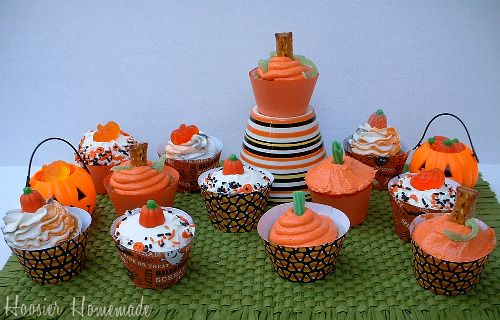 It's Written on the Wall: 150 Different Cupcakes-Photos & Recipes-For All Seasons & Holidays
