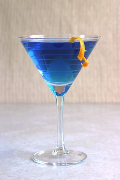 Mondays blue curacao and drink recipes on pinterest for Cocktail curacao