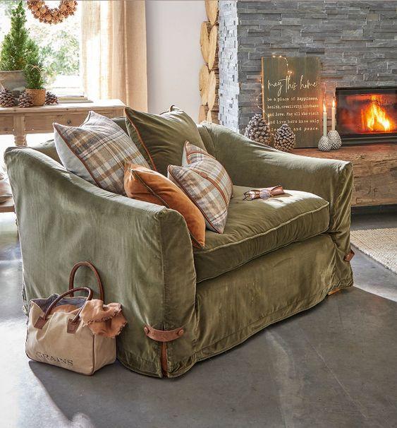 Wunderbar gemütlich! Loberon Sessel aus Samt und Wolle Mix Der edle Sessel bezaubert mit einem reizvollen Material-Mix aus kuschelig weichem Samt, reiner Wolle und Leder. Eine stilvolle Symbiose mit viel Charme. Das Gestell und das Sitzkissen haben einen hochwertigem Samtbezug, der zum Ankuscheln einlädt.