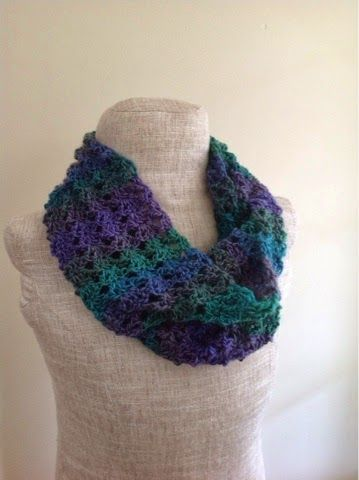 Free Knitting Patterns For Worsted Weight Yarn : Undeniable Glitter: Double V-Stitch Infinity Scarf - free crochet pattern. Wo...