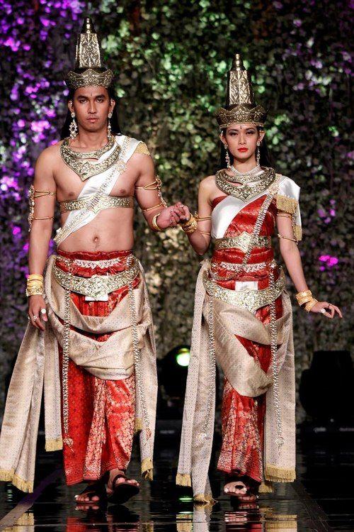 Явански двойка с ханду маяпахит дрехи