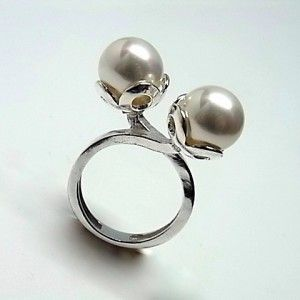 Sortija de plata de primera ley con dos perlas shell de 1 cm de diametro