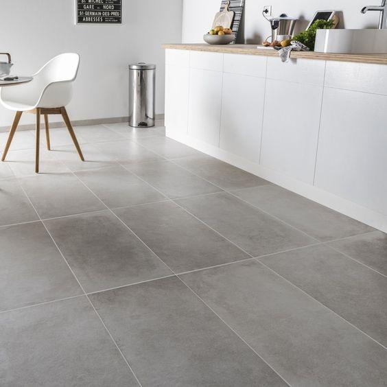 Un carrelage rectangulaire gris dans une cuisine