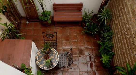 Ideas para decorar patios interiores jard n pinterest for Ideas para decorar aticos