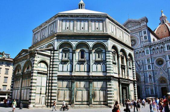 Baptisterio del Duomo de Florencia en Italia