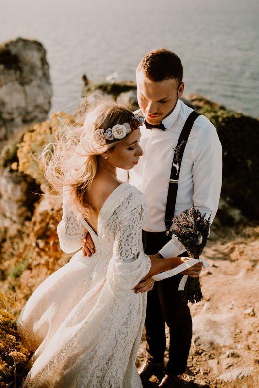 Ein Romantisches After Wedding Shooting An Der Felskuste Der Normandie In 2020 Hochzeitskleid Spitze Hochzeitsinspirationen Kleid Hochzeit