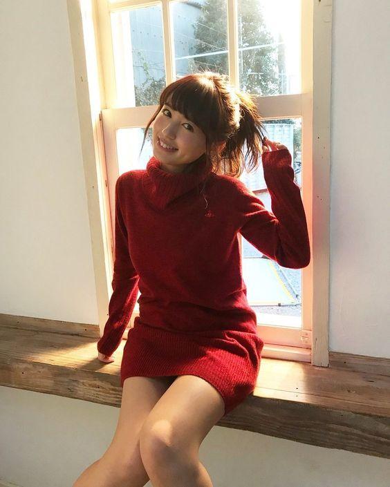 赤い服を着た逢田梨香子