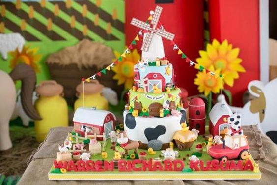 Barnyard party planning ideas supplies idea cake for Animal cake decoration ideas