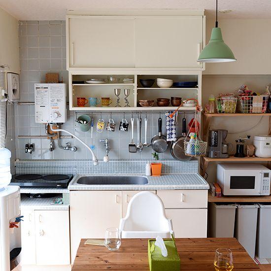 ポップなカラーを取り入れて Diyリノベした団地ライフをお宅訪問 小さなキッチン キッチンの装飾 賃貸キッチン