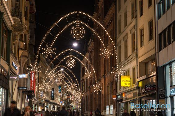 """Traditionelle Weihnachtsbeleuchtung in der """"Freie Strasse"""" in #Basel."""