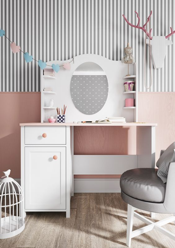 W pokoju małej Madam nie może zabraknąć toaletki! / In the small Madame's room can not miss the dressing table! :) #luna #madame #dressing #dressingtable #girlsroom #pokojdziewczynki #kidszone #kidsroom #toaletka #pokojdziecka #kidsroom #luna #kidsdecor #kidsinterior