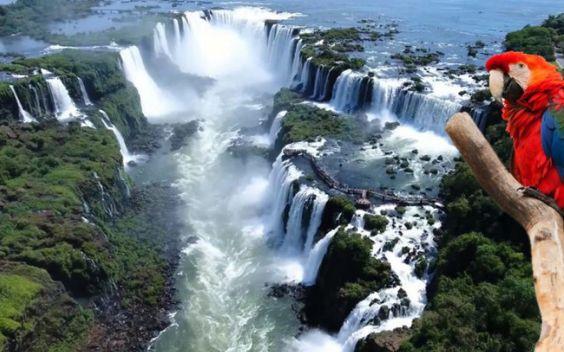 Foz de Iguaçu is known because of the waterfalls