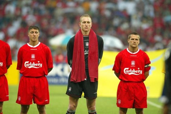 BANGKOK, THAILAND - Thailand. Thursday, July 24, 2003: Liverpool captained by Michael Owen and goalkeeper Chris Kirkland before a preseason friendly match at the Rajamangala National Stadium. (Pic by David Rawcliffe/Propaganda)