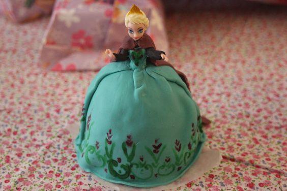Elsa princess doll cake from disney movie frozen gateau - Princesse reine des neiges ...