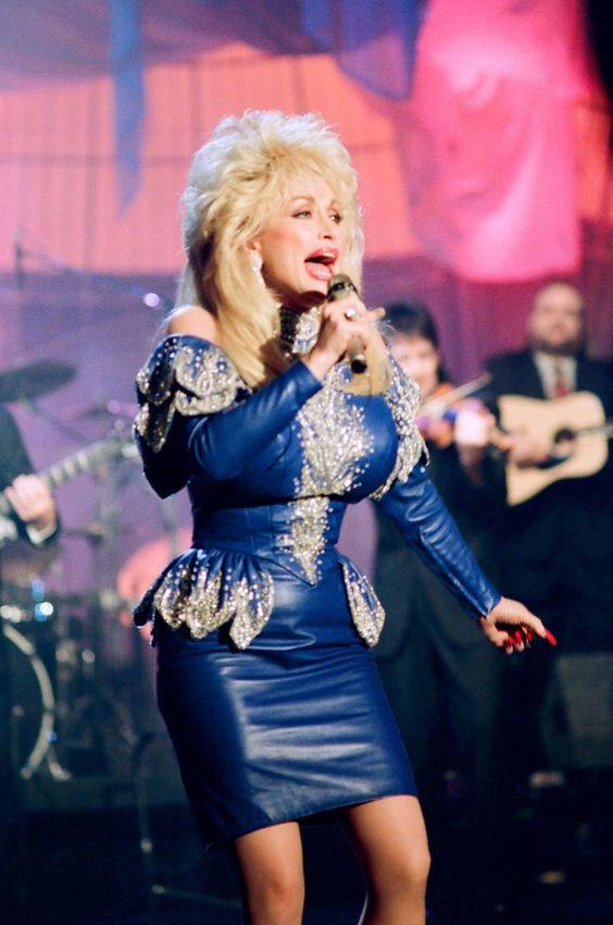 Tones And I Chanteuse : tones, chanteuse, Épinglé, Tinville, CHANTEUSE, Dolly, Parton, Chanson,, Cinéma