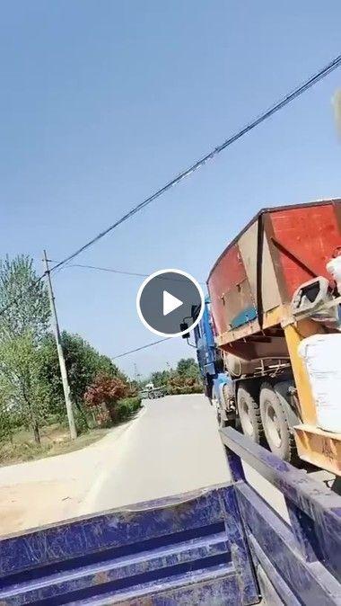 Caminhão suporta peça gigantesca.