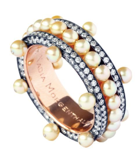 Nadia Morgenthaler : bague perles naturelles et diamants, or rose et or noirci