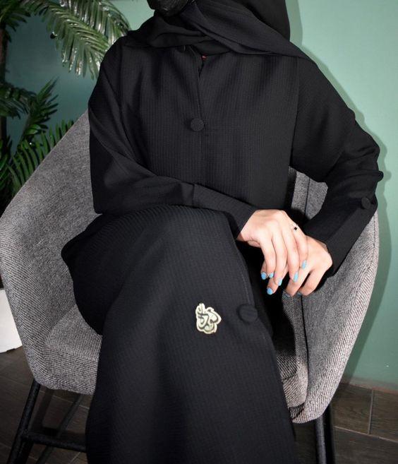 عباية قلاب بلإزرارات أمامية وعلى الكم موديل 2020 متجر مودة Winter Jackets Canada Goose Jackets Fashion