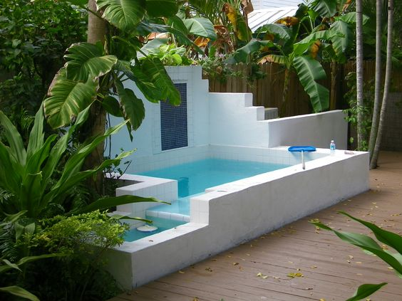 Pool above floor piscina elevada respecto del suelo for Jacuzzi en patios pequenos