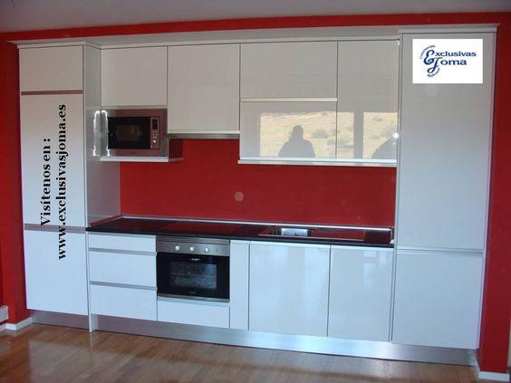 Muebles de cocina en blanco alto brillo Luxe con canto en acero y
