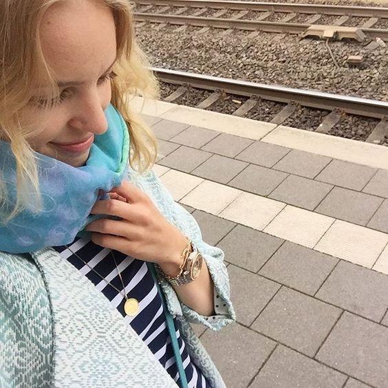 Auf dem Weg nach Hannover ✌🏼 um dort mit einigen Nähmädels essen zu gehen 😱 ich weiß nur, dass @eleonore_creative @kreamino und @frenaja aus @naehconnection Nähteam dabei sind... Aufregend! Und morgen bin ich dann zusammen mit @eleonore_creative auf dem #lillestofffestival2016 🎉 #wuhuuu #brennacoat #larktee #sewing #frejasarilarktee,lillestofffestival2016,brennacoat,sewing,wuhuuu