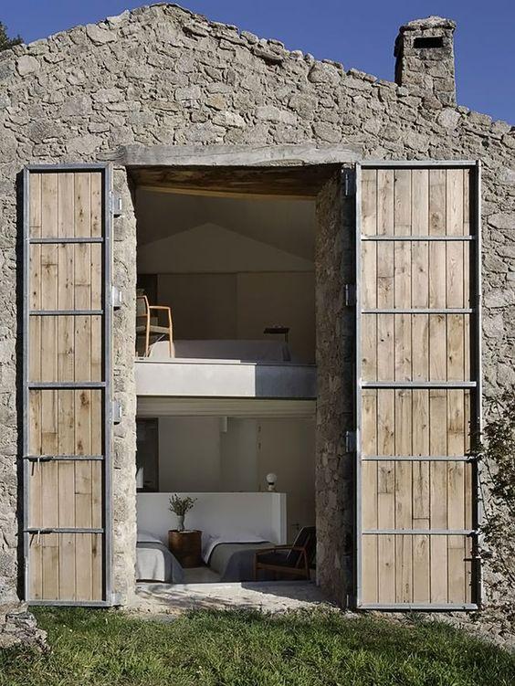 Porta e Fachada de Pedra