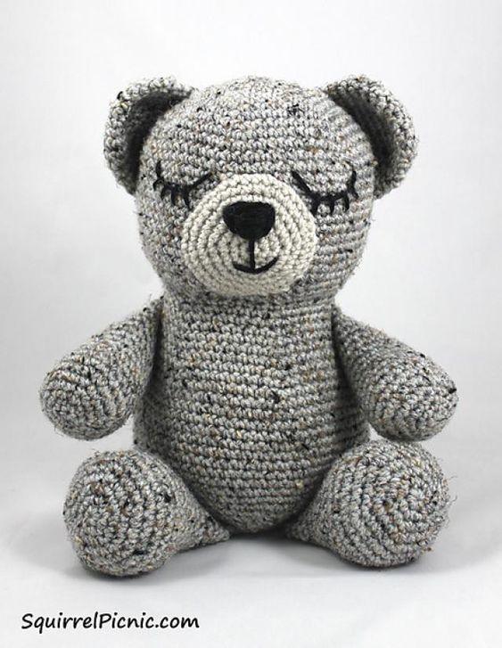 10 FREE Teddy Bear #Crochet Patterns: Sleepy Bear Free Crochet Pattern by Squirrel Picnic
