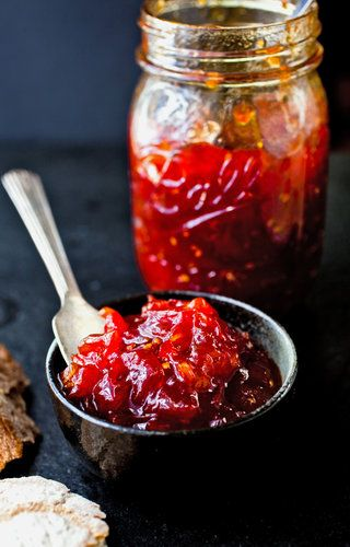 Süße Tomaten-Marmelade mit Honig und Vanille.
