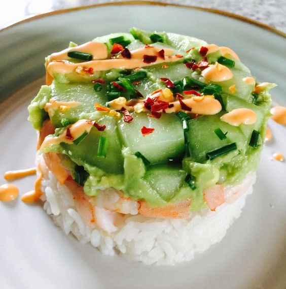 Jasmine rice, shrimp, avocado, cucumber, chili flakes, chives, sriracha cream sauce