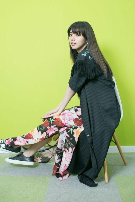 花柄スカートの池田エライザ