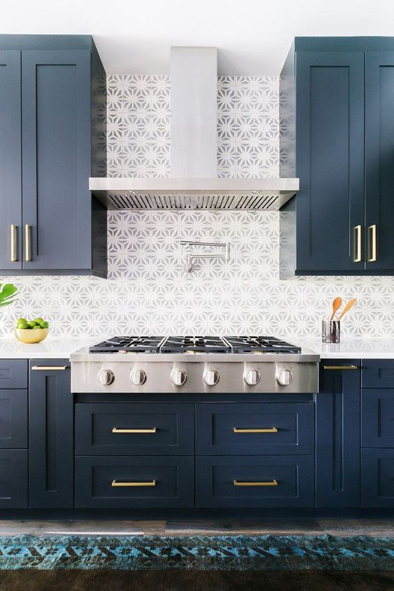 Inspiring Blue And White Kitchen With Beautiful Tile Backsplash Stone Textile Modern Kitchen Design Kitchen Cabinet Design Interior Design Kitchen