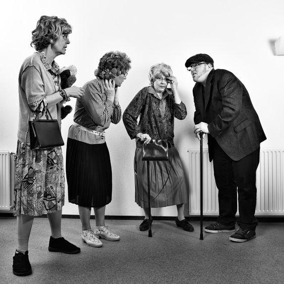 Scene met verwarde bejaarden