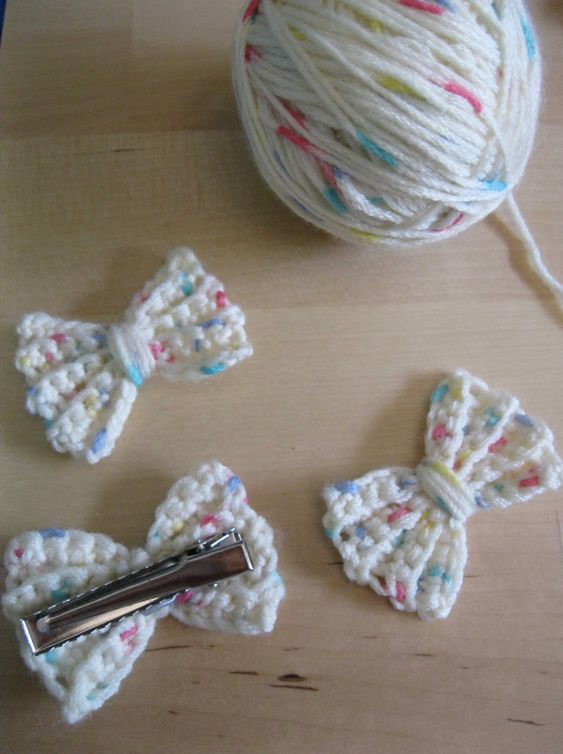 Crocheted Bow Hair Clip. Crochet hair clips for little girls, this little girl hair clip is so cute! Miss Kaboodle would love this!: