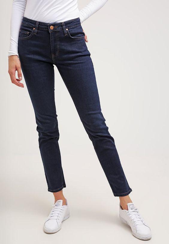 Dieser Marke kannst du vertrauen. Mustang SISSY - Jeans Straight Leg - dark vintage für € 69,95 (07.08.16) versandkostenfrei bei Zalando.at bestellen.