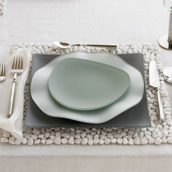 LOVE seaglass dishes; check out that pebble placemat; LOVE LOVE LOVE!
