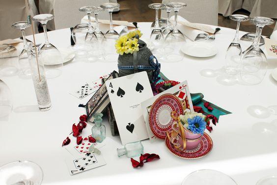 Una boda inspirada en Alicia en el País de las Maravillas. Decoración de las mesas.: