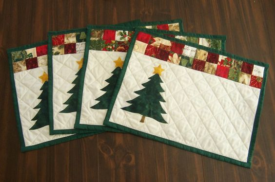 A Handmade Christmas Gift Ideas 12 Of 12 Tablerunners Placemats Quiltshopgal In 2021 Christmas Placemats Christmas Quilts Christmas Quilting Projects