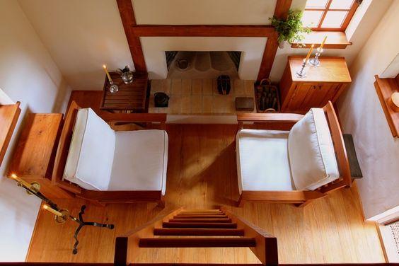 Das 'Innermost House' wird von Diana und Michael Lorence bewohnt. Auf circa 14 Quadratmetern befindet sich alles, was die Beiden zum Leben brauchen. In den Bergen Nordkaliforniens steht die kleine Behausung, abgeschnitten von der Außenwelt, ohne Elektrizität, umgeben von nichts als Natur und Bäumen.