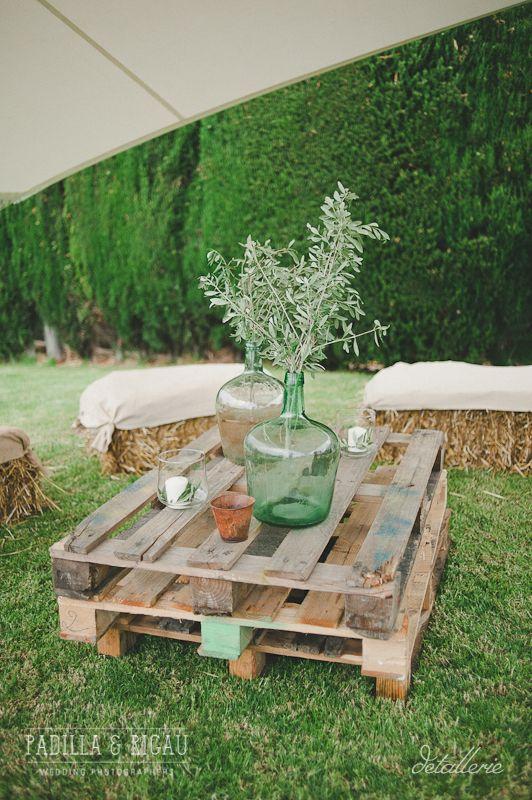 Chill out rústico. Boda de verano en el campo organizada por Detallerie. Rustic chill out. Summer countryside wedding by Detallerie.
