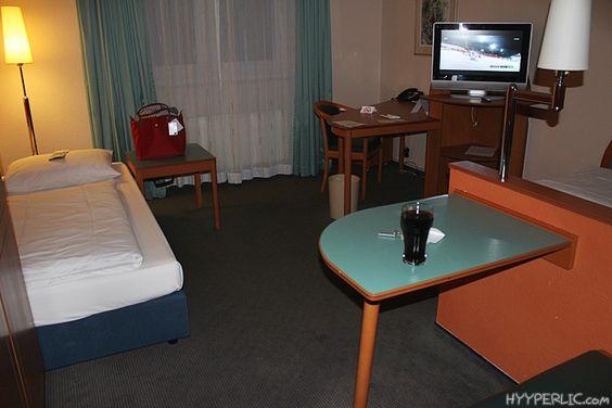 Kürzlich hatte ich die Möglichkeit eine Nacht im Mercure Hotel Wings Frankfurt Airport in Raunheim zu verbringen. Aufgrund einer Flugannullierung der Lufthansa wurde